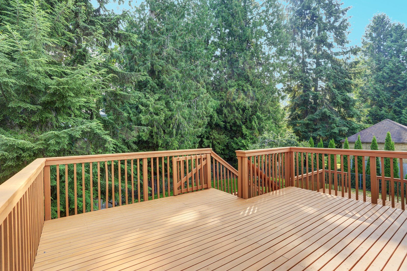 Refresh Your Yard with Hesperia Fence and Deck Staining This Summer